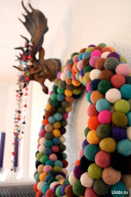 Рождественский венок из войлочных шариков
